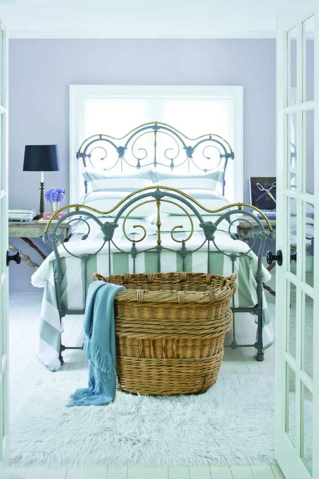 icedmauvebedroom_ironbed